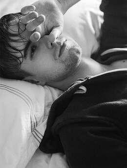 伤感帅哥-欧美型男黑白写真图片