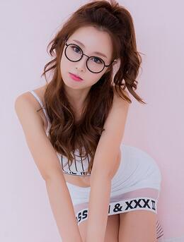 美女嫩模恩斌抹胸短裙写真-手拿棒棒糖甜美可爱