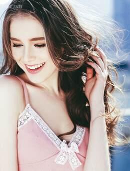 美腿白又长-俄罗斯靓丽可爱美少女街拍写真