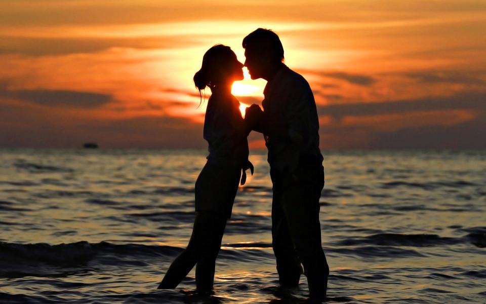 唯美浪漫爱情主题桌面壁纸,甜蜜的相拥,温暖的执手套图1