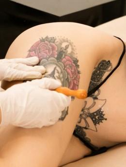 大腿上的牡丹和鸟笼图案,美女欣杨Kitty性感纹身图案写真