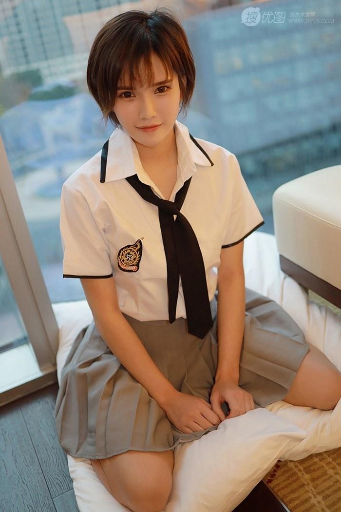短发美少女学生制服装写真美图,清丽面容清新怡人套图1