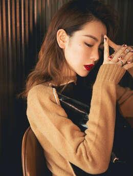 戚薇气质发型搭冷艳妖娆红唇性感时尚写真,街拍图片