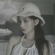 带灰色的情绪,有时候就像这些灰色伤感图片中的女生一样