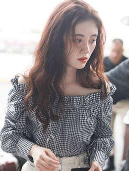 鞠婧祎最新街拍发型图片,中分长卷发妩媚妖娆且动人