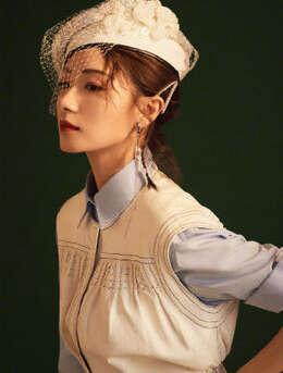 万茜唯美杂志封面气质写真,复古风散发出温婉且仪态万千的美