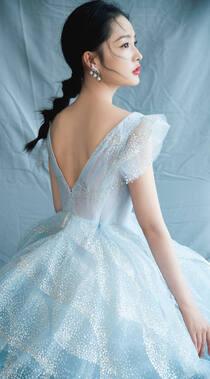 李沁白色连衣裙露美背高清好看壁纸