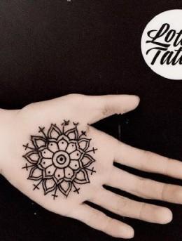 掌心里的温柔,手掌刺青纹身图案,愿大家被温柔以待