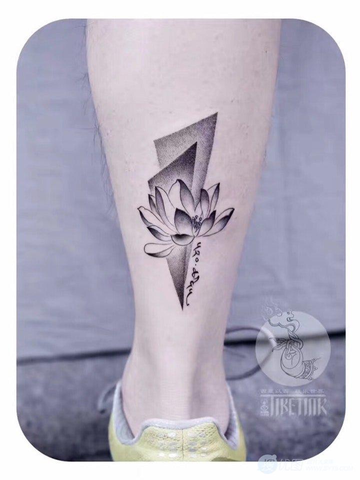 清新淡雅的莲花纹身女图案,出淤泥而不染的莲花美图套图1