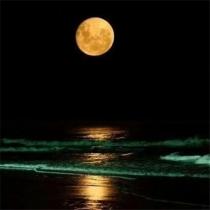 中秋月亮图片,高挂天上圆又亮的明月唯美意境图片