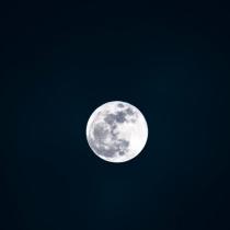 高清镜头下的月亮,月球表面唯美静谧景色图片