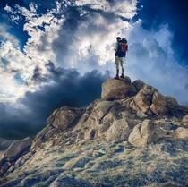 登高远眺,登山爱好者,背包客等唯美背景图片