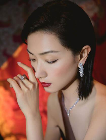 万茜黑色深V开叉长裙礼服优雅魅力性感活动写真图片