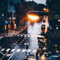 城市,下雨天,街道,马路 拿着雨伞的人们唯美非主流意境图片