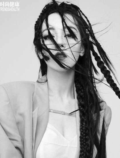 迪丽热巴个性非主流脏辫发型登某杂志酷潮写真图片