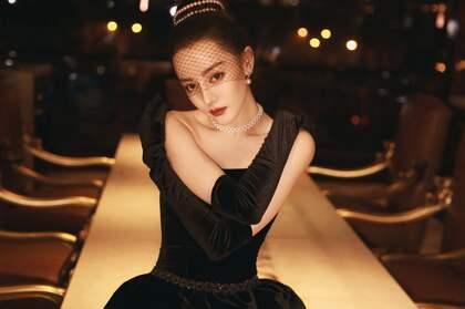 迪丽热巴化身摩登女郎桌面壁纸图片,戴着黑纱面罩的她更新神秘感!