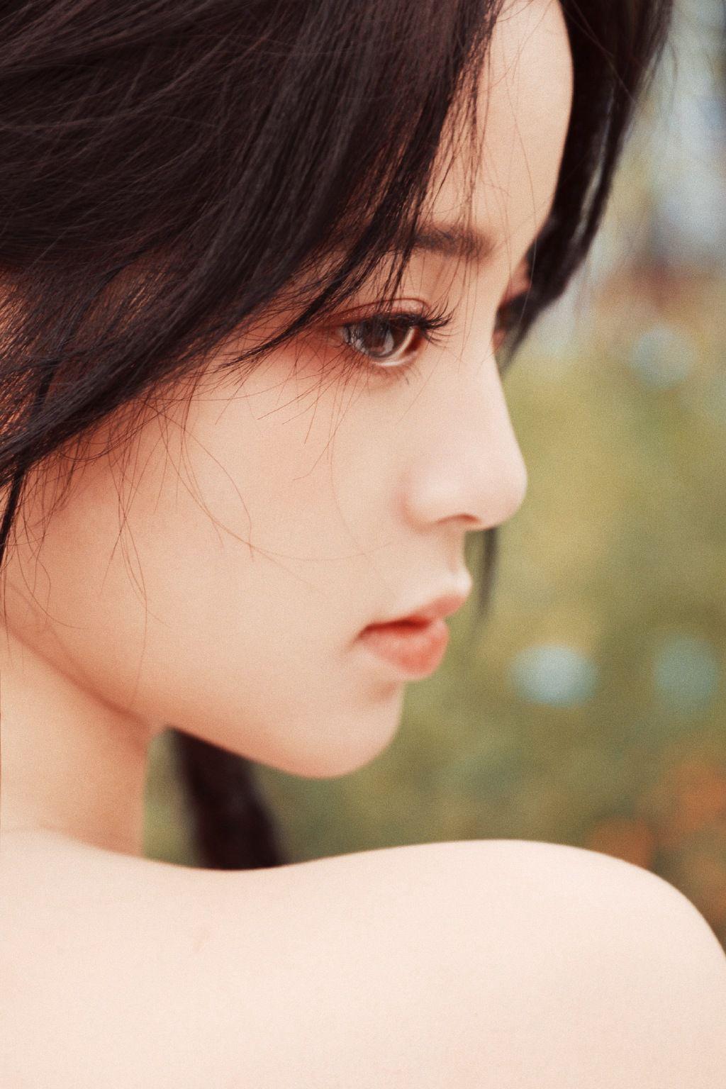 欧阳娜娜甜美清新抹胸印花裙街拍写真图片套图1