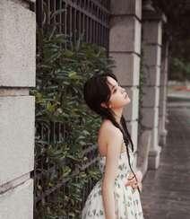 欧阳娜娜甜美清新抹胸印花裙街拍写真图片组图4