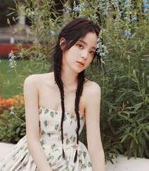 欧阳娜娜甜美清新抹胸印花裙街拍写真图片组图6
