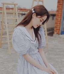 欧阳娜娜治愈系清新格纹连衣裙露天阳台写真图片组图5