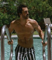 巴西男模Clint Mauro夏日泳池写真显完美身材腹肌图片组图3