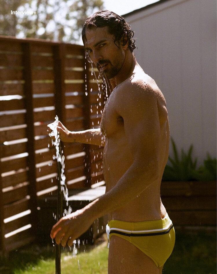 巴西男模Clint Mauro夏日泳池写真显完美身材腹肌图片套图1