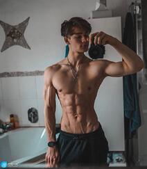 身材超完美的欧美肌肉帅哥男模精选高清私房自拍照片组图1