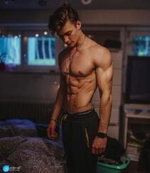 身材超完美的欧美肌肉帅哥男模精选高清私房自拍照片组图7