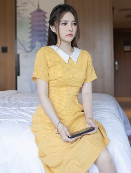 漂亮可人美女小姐姐鱼子酱橘黄色清新连衣裙户外及私房好看写真套图