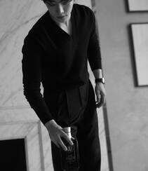 李俊昊霸道总裁范十足真空西服套装着身帅气写真套图组图2
