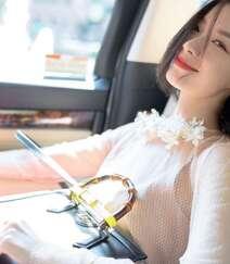 倪妮化身冷艳气质大姐姐,粉衣红裙文艺眼镜搭配,优雅御姐的魅力十足啊!组图4