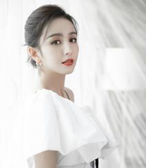 佟丽娅简约时尚纯白蝴蝶结连衣裙穿搭仙气十足写真美照