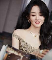 赵丽颖华美浪漫的礼服穿搭优雅性感写真图片组图7