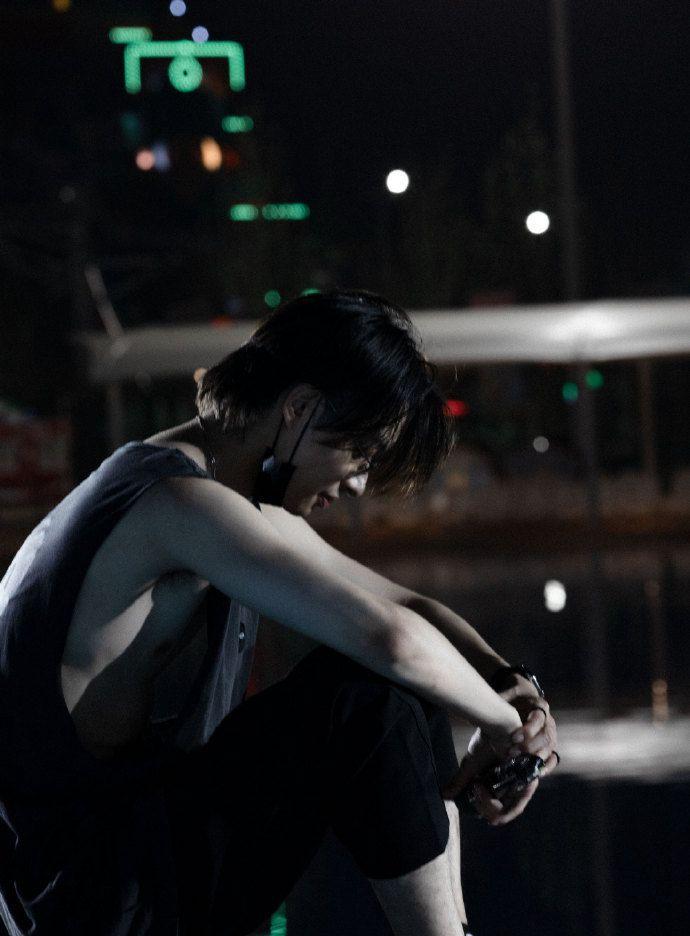 木子洋暗黑个性风格街头,舞台酷帅湿发写真图片套图1
