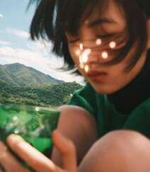 欧阳娜娜,张子枫一起拍写真,宛如姐妹闺蜜般亲密无间,青春气息十足组图7