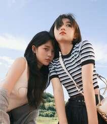 欧阳娜娜,张子枫一起拍写真,宛如姐妹闺蜜般亲密无间,青春气息十足组图1