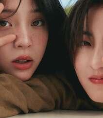 欧阳娜娜,张子枫一起拍写真,宛如姐妹闺蜜般亲密无间,青春气息十足组图2