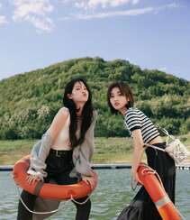 欧阳娜娜,张子枫一起拍写真,宛如姐妹闺蜜般亲密无间,青春气息十足组图6