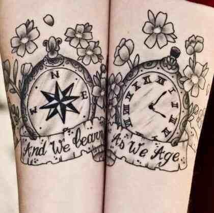 闹钟纹身,小臂上纹着闹钟的情侣黑白大纹身图片