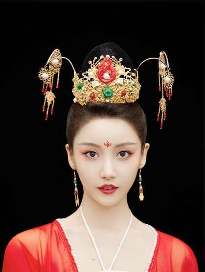 姜贞羽古装红装打扮翩翩起舞韵味十足写真美照