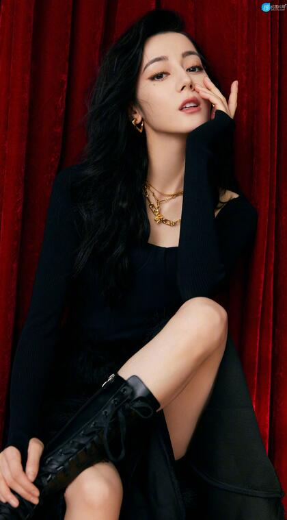 迪丽热巴黑色开叉连衣裙穿着性感妩媚高清写真手机壁纸图片