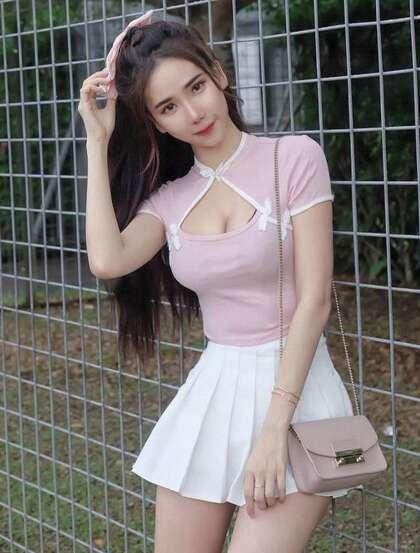 马来西亚网红美女沛妤性感紧身裙,紧身衣系列穿搭显凹凸有致身段生活照片