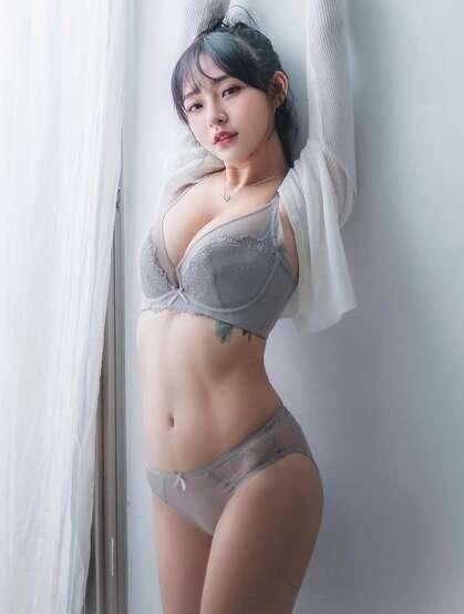 不负年华,完美身材95生台湾美女小姐姐模特林襄精选性感写真,生活照图片欣赏