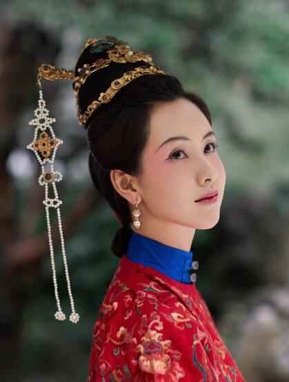 陈都灵古风玉楼春装扮优雅古典韵味十足写真图片