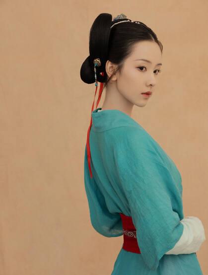 陈都灵古风侍女装扮,宛若画中人,古朴温雅气质写真美图