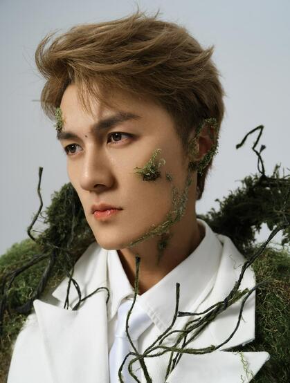 吴克群苔藓缠身个性创意帅气写真照片