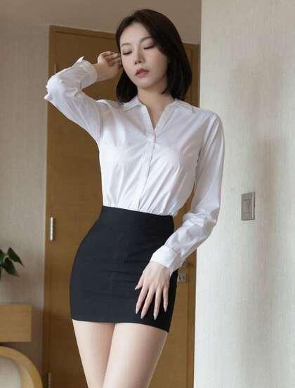 性感美女安然最新职业装OL私房照,白衬衫搭配黑色短裙丝袜高跟,高挑美腿尽显