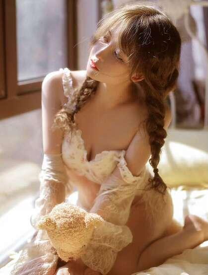 阳光正好,佳人温柔,双麻花辫美少女性感小碎花蕾丝内衣居家床上唯美写真集