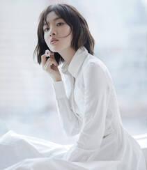 唐艺昕短发发型搭配白色连衣裙清新写真图集