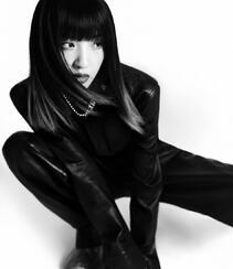 唐艺昕齐刘海挑染长发搭配酷飒皮衣登杂志写真图片组图7